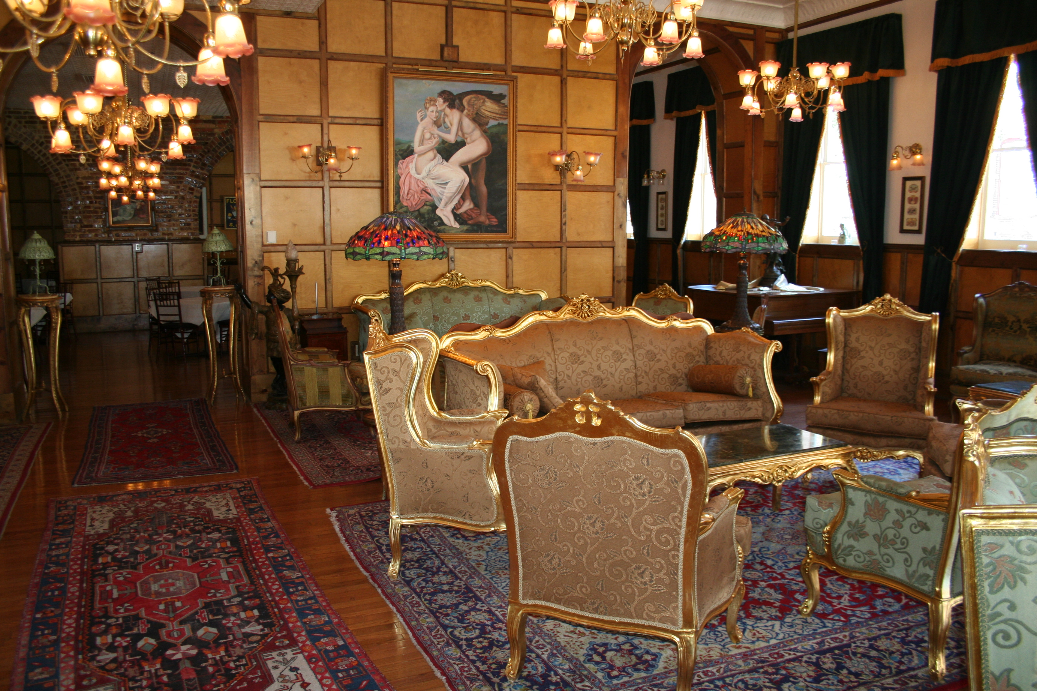 Boutique hotels antiques for travelers the balancing act for Baroque hotel